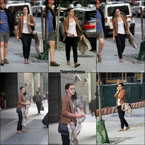 .Emma allant voir Harry Potter 7 Partie 2 avec son ami , à New York !  .