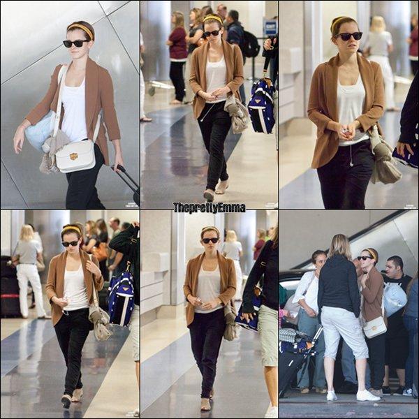 .16/07 : Emma à été vue à l'areoport de LAX montant dans un bus !  .