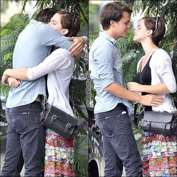 .C'est officiel ! Emma et Johnny Simmons sont bel et bien ensemble !  .