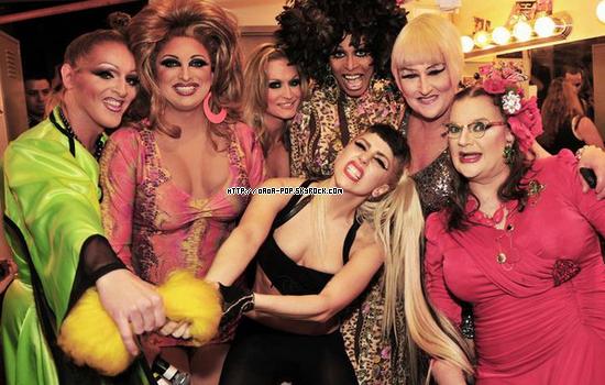 """* LADY GAGA le 13 mars dernier dans les coulisses du """"ROUND UP"""",un club GAY*"""