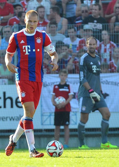 Capitaine Holger Pendant Un Match Amical (18.07.2014)