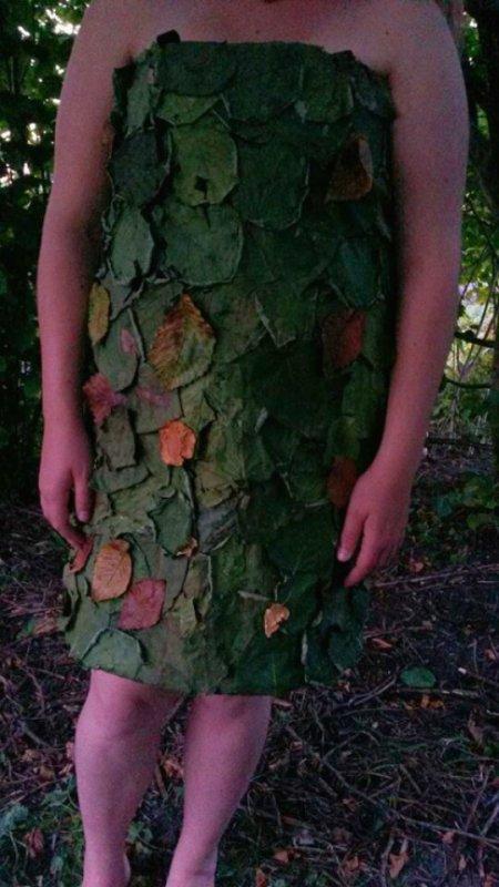 ma robe fini entièrement recouvert de feuilles