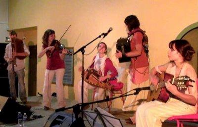 Occitaniss, musique à danser par des jeunes pousses...de l'Occitanie au Piémont.