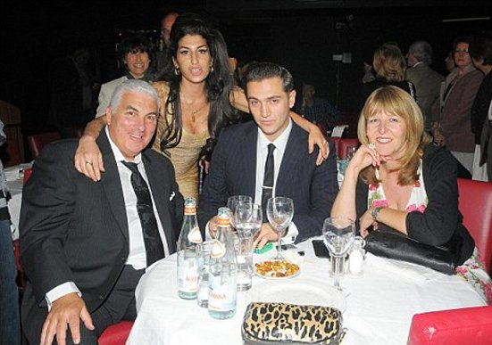 Amy Winehouse : Elle présente son nouveau boyfriend à toute sa famille !