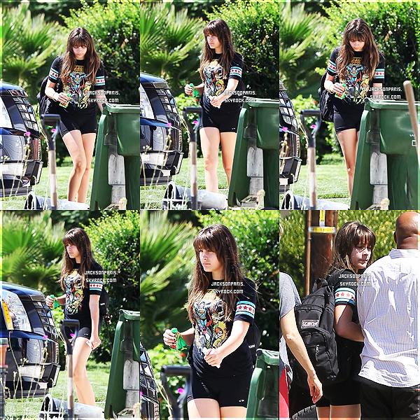 . 7 Septembre 2012 ~ Notre belle Paris Jackson passe l'après-midi chez sa meilleur amie, Michaela. .