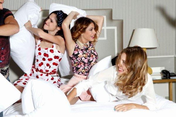Les acteurs s'amusant sur un lit pour le paris match! (partie 2)