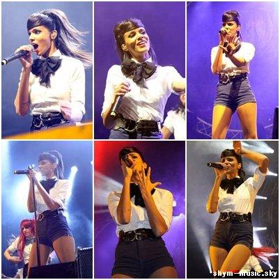 Shy'm au Nrj Music Tour à Lille pendant le show (16.04.11)