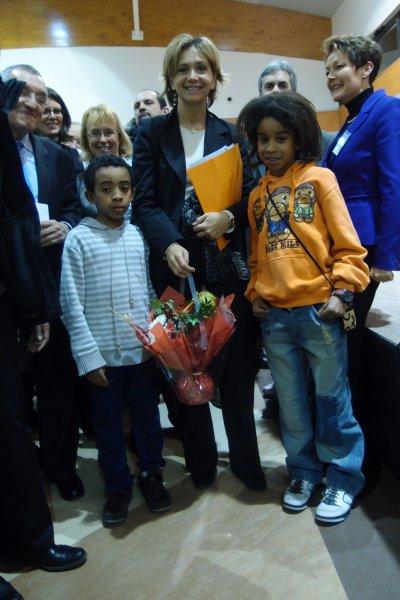 VaLERIE PECRESSE SUPRISE WILLIAM MENGNE & Kenny Mengne offre Fleur .