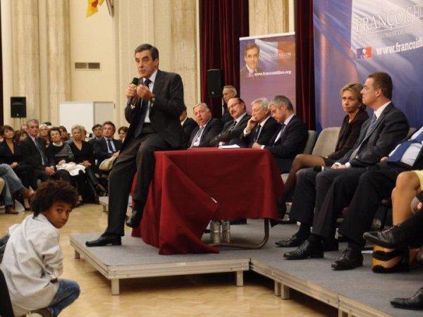 William Ombagho  est jeunes 14  ans  de militants attentifs de  François Fillon présidence de l' UMP à Saint-Maur des Fosses