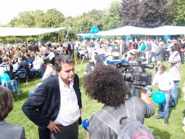 """Pierre Lellouche ancien Ministre , député de Paris  rencontre William  Ombagho """" Pique-Nique Francillien de rentrée """"  Présentation des  journalistes BFM TV interview"""