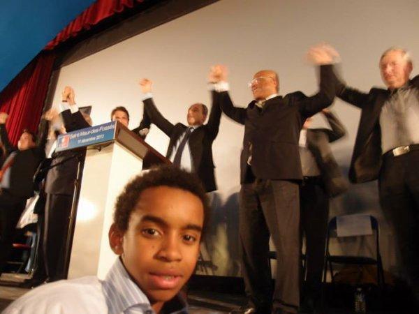 William Ombagho, jeune militant  de 15 ans  en face a face Réunion Publique  avec Jean-François  COPE Maire-député , Président de l' UMP de soutien à Sylvain Berrios candidat  éléctions Municipales de 2014