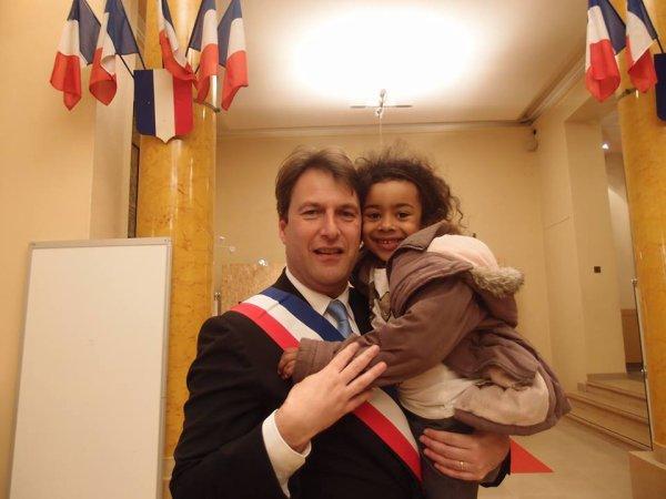 """SylvainBerrios Député-Maire de Saint-Maur-des-Fosses rencontre Hillary Ombagho,jeune de 6 ans """" Conseil d' installation à Hotel de Ville de Saint-Maur-des-Fossés ( Val de Marne ) """""""
