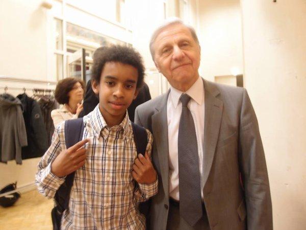 """André Kaspi Maire-Adjoint rencontre William Ombagho,Jeune militant de 15 ans """" Conseil d' installation à Hotel de Ville de Saint-Maur-des-Fossés ( Val de Marne ) """""""