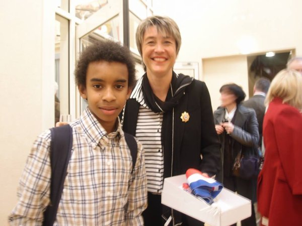 """Catherine Juan Maire-Adjoint rencontre William Ombagho,Jeune militant de 15 ans """" Conseil d' installation à Hotel de Ville de Saint-Maur-des-Fossés ( Val de Marne ) """""""