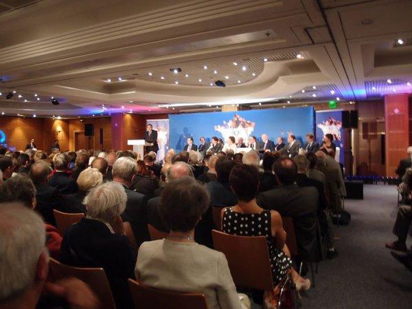 A l'Assemblée Générale de Force Républicaine avec François Fillon, Premier ministre (2007 - 2012)  et députe de Paris