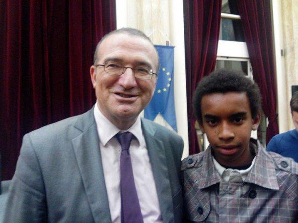 Hervé Mariton candidat le présidence de l' UMP rencontre William Ombagho,jeune militant de 16 ans
