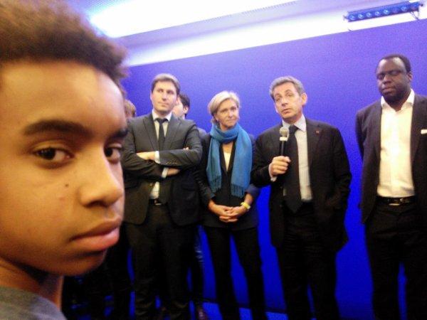 Nicolas Sarkozy, ancien président de la république de la France 2007 à 2012, le président UMP et Républicains en 2015 au côté William Ombagho,jeune militant de 16 ans
