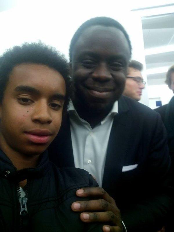 Stéphane Tiki, Président des Jeunes Populaires et l'ensemble du Bureau National des Jeunes Populaires  UMP coté William Ombagho,jeune militant de 16 ans