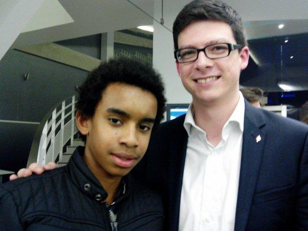 Pierre- Henri Dumont, Maire de Marck (Pas-de-Calais) rencontre William Ombagho, jeune militant de 16 ans