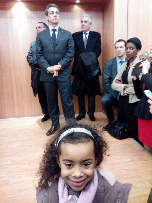 Hillary Ombagho de 7 ans en Face Nicolas Sarkozy côte à côte pour soutenir Valérie Pécresse en Ile-de-France