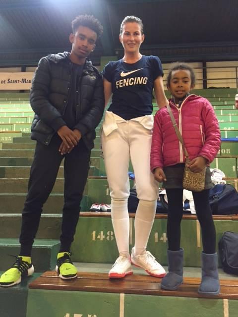 DERIGLAZOVA  Inna  de  Russia Champion Coupe du monde escrime  rencontre Ombagho William & Ombagho Hillary de 9 ans  (  Challenge international Coupe du monde d' escrime à Centre Sportif Brossolette à Saint-Maur-des-Fosses Ile -de-France ( region de Paris ) France