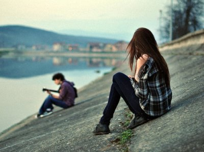 Chaque chose qui nous rend heureux, nous rendra triste un jour ou l'autre.. (U)