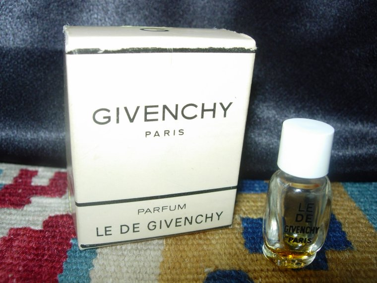 BARBIE VINTAGE MIDGE chez GIVENCHY .....