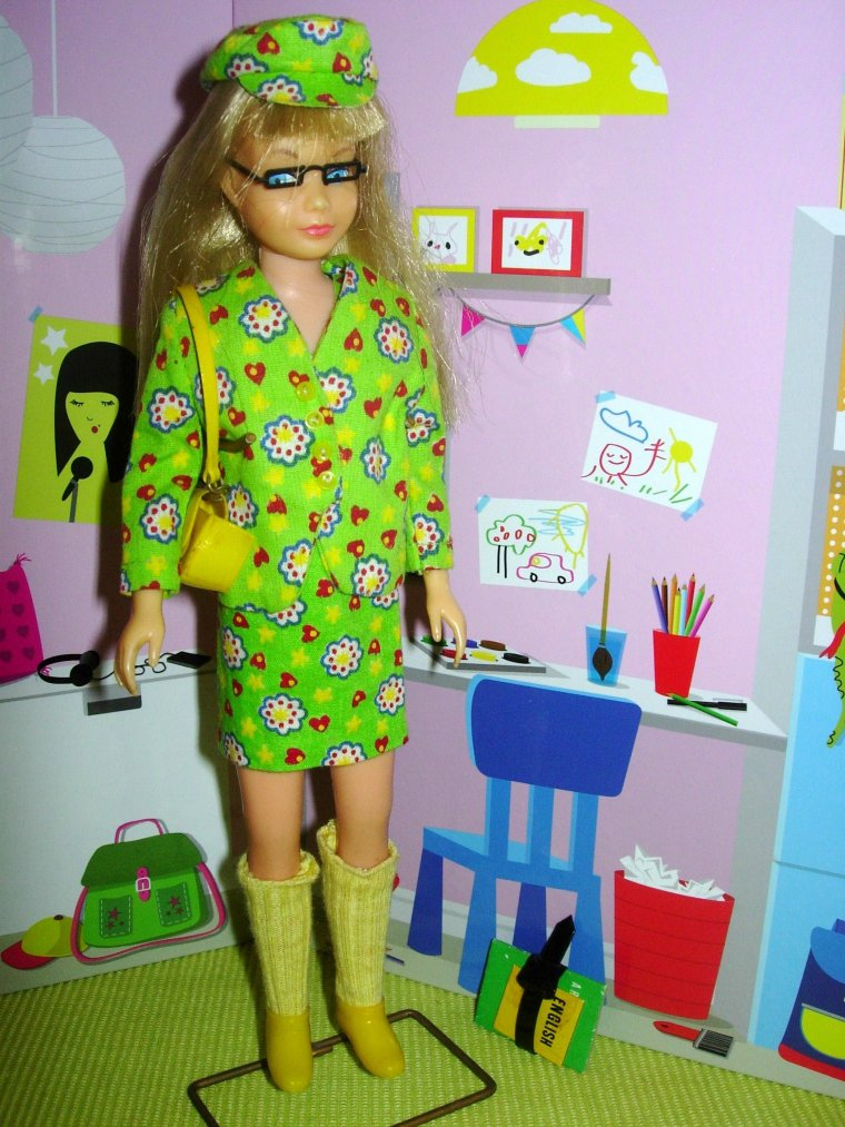 "SKOOTER & SKIPPER DOLL : ""SCHOOL GIRL"" / ""HEARTS'N FLOWERS"" ..."