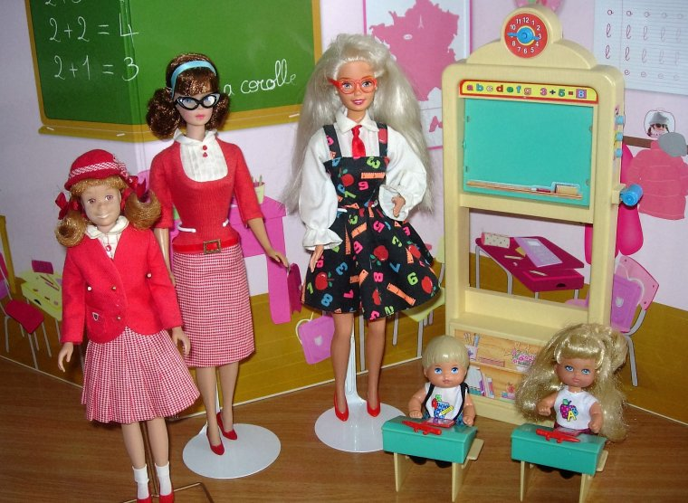 "LA RENTREE AVEC BARBIE ""MAITRESSE D'ECOLE"" & ""STUDENT TEACHER"" ..."