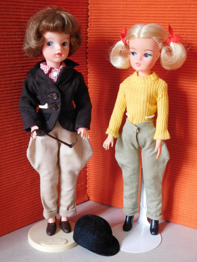 "VINTAGE SINDY DOLL ""PONY CLUB"" et ""RIDING OUT"" de 1976 ..."