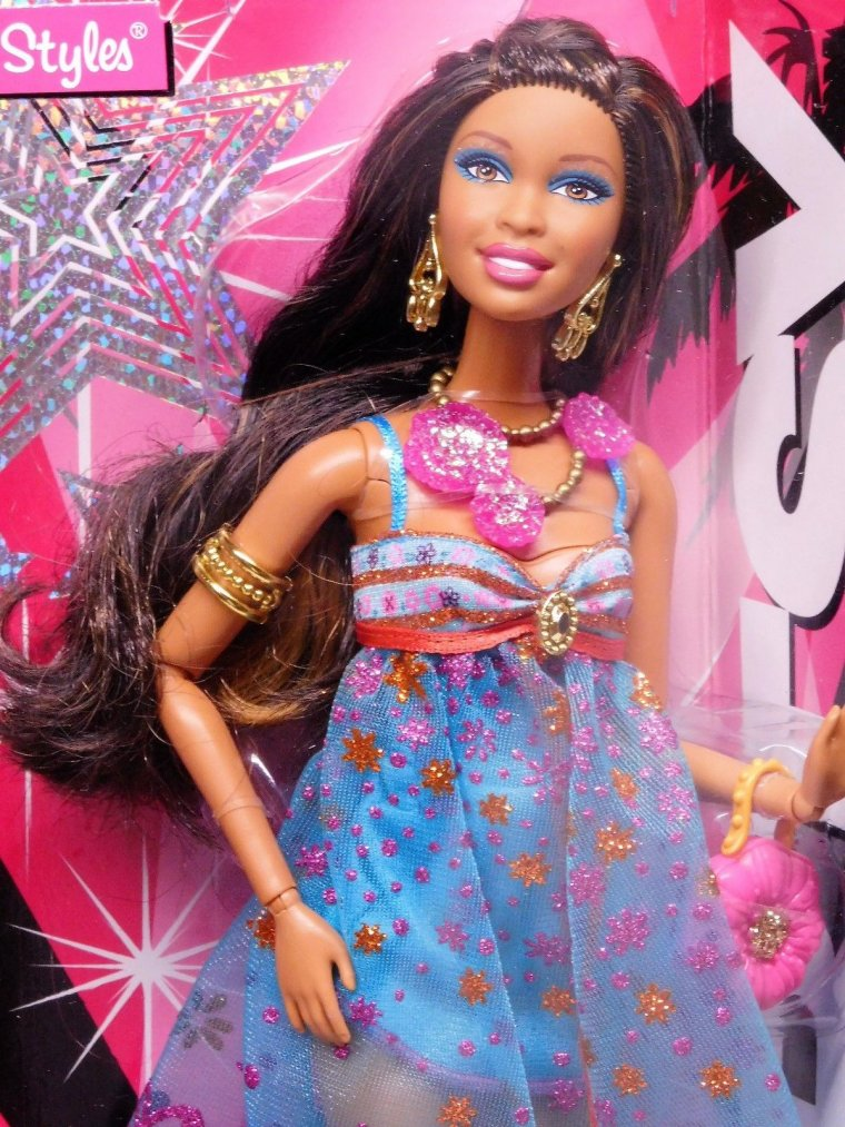 BARBIE SWAPPIN' STYLES - SASSY 2010 ...