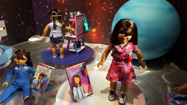 "AMERICAN GIRL ""LUCIANA"" : DOLL OF THE YEAR  2018 ..."