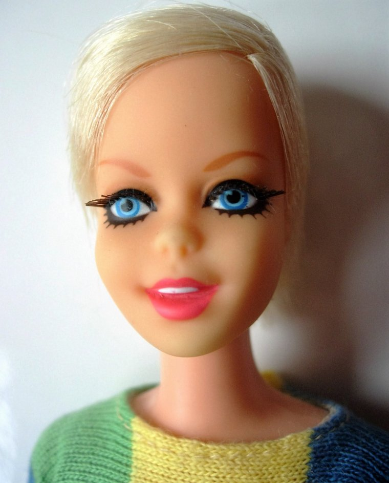 PORTRAITS DE BARBIE VINTAGES : TNT - FRANCIE - STACEY - TWIGGY - JULIA