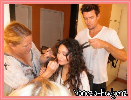 Vanessa Hudgens: Le 22 Avril à Los Angeles. Vanessa quittant un rendez-vous d'affaires dans l'après midi.