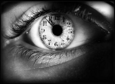 Le temps passe tellement vite .. c'est pour ça qu'il faut profiter à fond des petits bonheurs de la vie ..