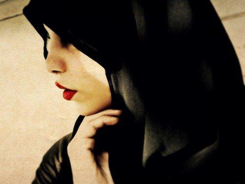Une belle femme est faite à base de respect et d'éducation, non à base de fond de teint et de talons.