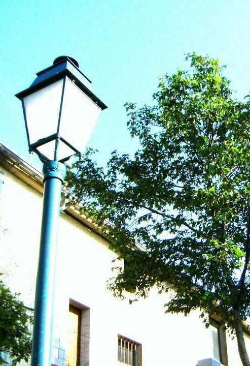 Ah! que le monde est grand à la clarté des lampes! - Aux yeux du souvenir que le monde est petit!