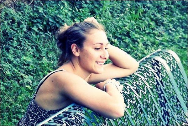 Une femme qui est belle a toujours de l'esprit, elle a l'esprit d'être belle.