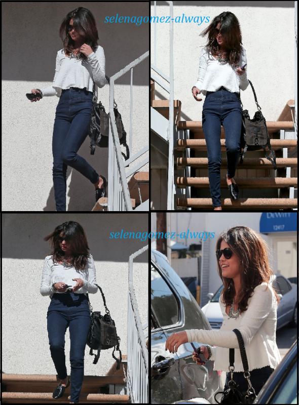 Selena a un casting et sortant d'une pizzeria