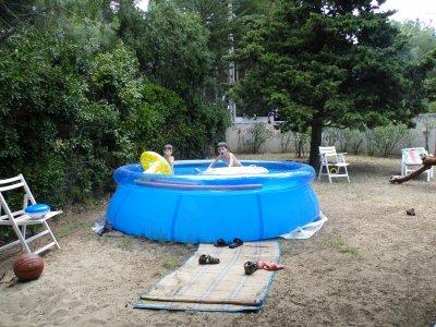 le coté ou il y a la piscine