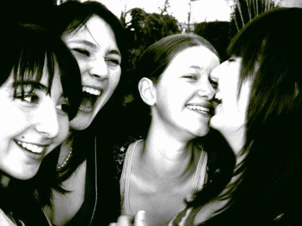 Parce que l'amitié est la plus belle chose qui existe . Les années défilent, mais on est toujours là . Leurs magnifiques sourires m'aident à avancer ( L ) . Sans elles à mes cotés , mes journées seraient beaucoup trop calmes ! Je sais que même si ça va pas et que je suis avec elles , j'oublie tout .. Merci pour tout mes Amours !