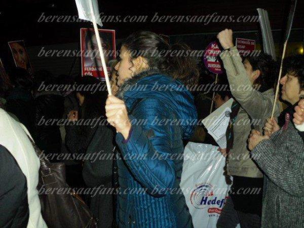 Beren Saat - لا للعنف ضد المرأة