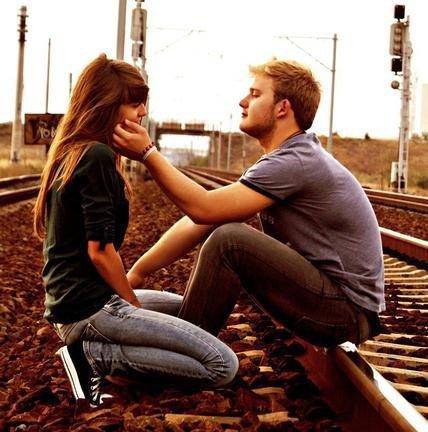 « Loin de tes yeux, les miens de voient plus rien. Mon coeur ne bat plus, sans le rythme du tiens. »