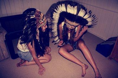 """""""c'est quand une amitié te semble si normale, que deux personnes différentes, s'assemble jusqu'à en formé plus qu'une."""