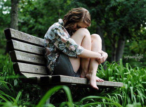 """""""Trop souvent, ce que nous désirons le plus, est la seule chose que nous ne pouvons pas avoir. Le désir nous laisse là, le c½ur brisé. Il nous épuise."""""""