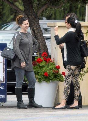 25.04.12 - Selena déjeune au Ca'del Sole avec sa mère Mandy, Studio City