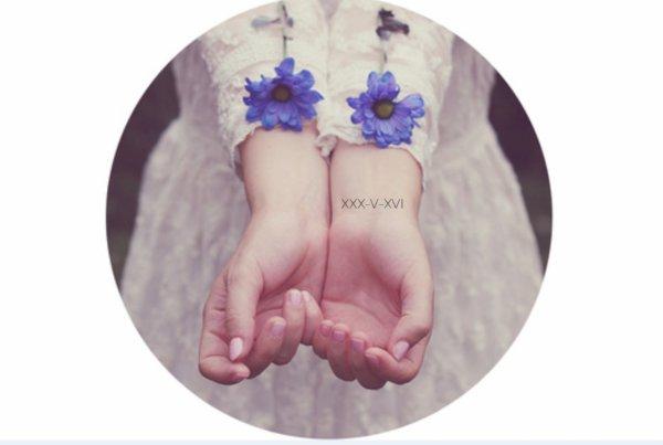 """[ Unephilanthrope® ] """"Une main, relis pleins de destins."""" - Noria.A de XXX-V-XVI"""