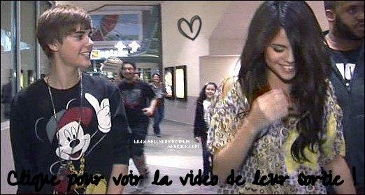 """*Candids--27/01 ~  Justin et Selena ont été vus sortant d'un cinéma. Il sont été voir un film d'ado, à ----------------------------------------Burbank la nuit dernière. Une personne pose des questions à Justin sur sa """"relation""""  ---------------------------------avec Sel. Et d'un coup Justin & Selena sortent un « never say never » qu'ils ------------------------------------------------repeteront tout au long de la video. J'ADORE le pull de Biebs <3. T'en penses quoi ?*"""