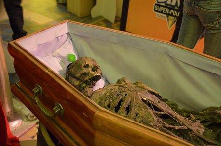 """Pitètre que demain en te réveillant tu seras mort."""""""
