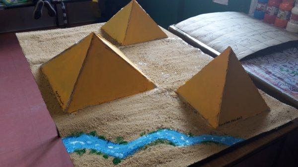 """Suite comme promis """"les pyramides et jules césar transformé en puzzle"""" article avec le temple antique"""